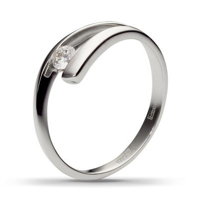 Кольцо с 1 бриллиантом из белого золотаКольца<br>Кольцо с 1 бриллиантом из белого золота 585 пробы. В изделие инкрустировано: 1 бриллиант, цвет 5, чистота 5. Производство: Россия. Общий вес около 2.17 гр<br>
